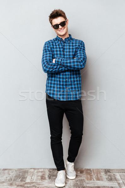 Foto stock: Homem · bonito · óculos · de · sol · imagem · jovem · em · pé