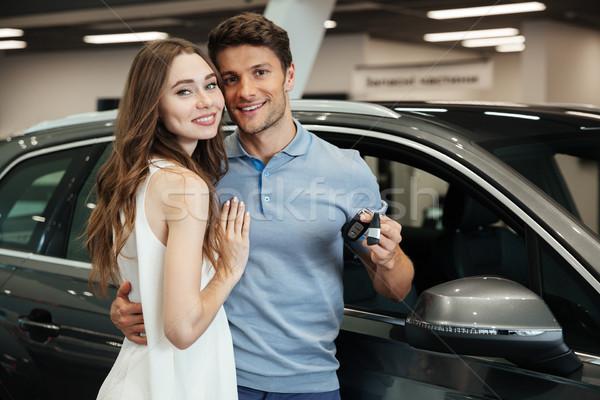 Dame permanent voiture copain photo Photo stock © deandrobot