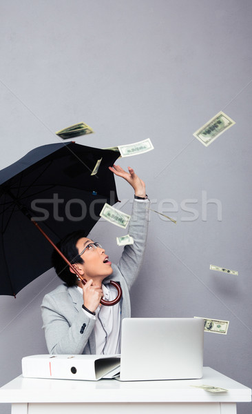 Foto stock: Empresario · sesión · mesa · lluvia · dinero · Asia