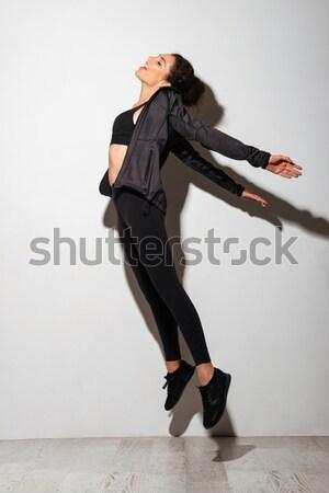 Mulher jovem cabelos cacheados dança retrato isolado Foto stock © deandrobot