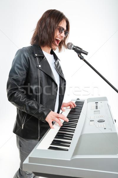 Charyzmatyczny młody człowiek gry śpiewu mikrofon profil Zdjęcia stock © deandrobot