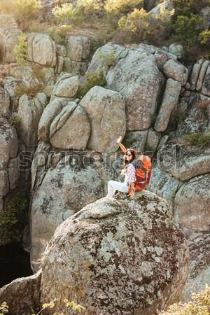 Achteraanzicht avontuur vrouw canyon rock sport Stockfoto © deandrobot