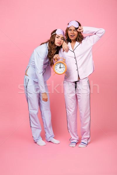 Сток-фото: недовольный · друзей · женщины · пижама · будильник
