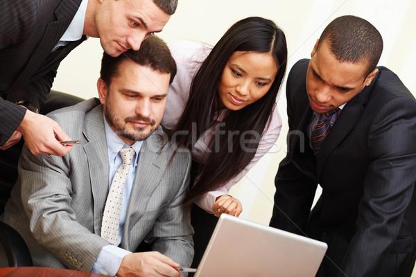 érett üzletember valami laptop többnemzetiségű üzleti csapat Stock fotó © deandrobot