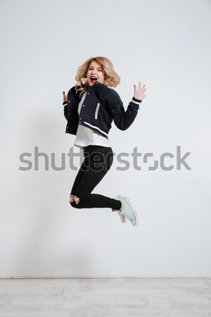 Vrolijk afro amerikaanse man springen Stockfoto © deandrobot