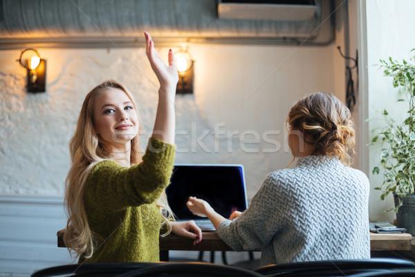 Kobieta wzywając kelner Kafejka piękna kobieta strony Zdjęcia stock © deandrobot