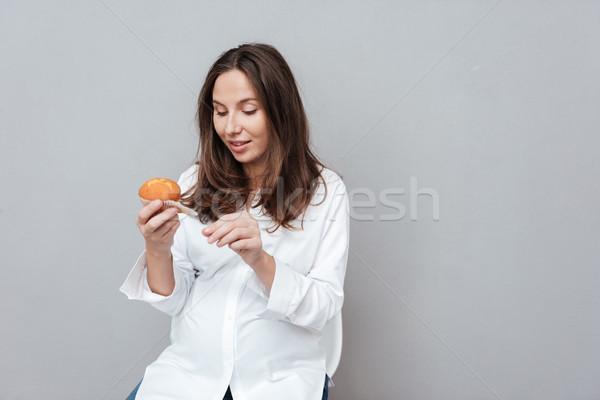 Femme enceinte gâteau isolé gris mode enceintes Photo stock © deandrobot