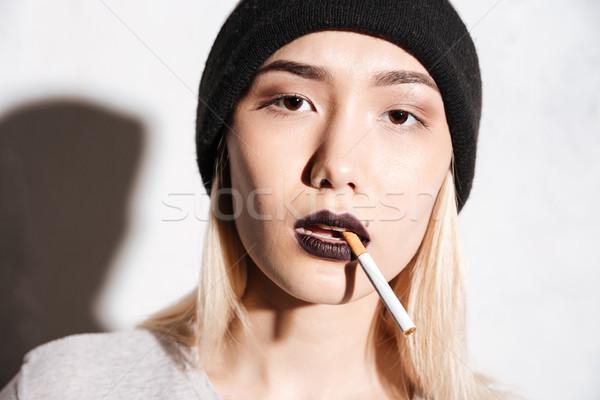 Portret mooie jonge vrouw hoed roken Stockfoto © deandrobot