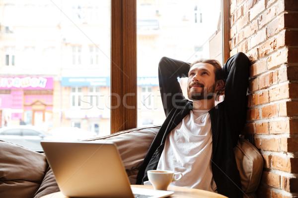 Barbado hombre Servicio ventana sesión mesa Foto stock © deandrobot