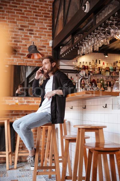 Függőleges kép szakállas férfi ül bár Stock fotó © deandrobot