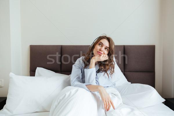 Elképesztő fiatal hölgy hazugságok ágy fotó Stock fotó © deandrobot