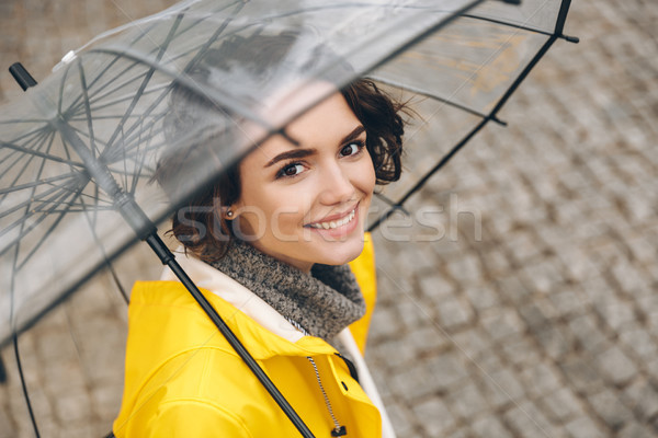 Erstaunlich Porträt gelb Mantel stehen Stock foto © deandrobot