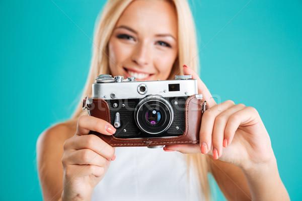 Portret jonge aantrekkelijke vrouw retro camera Stockfoto © deandrobot