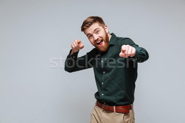 Feliz engraçado barbudo homem camisas indicação Foto stock © deandrobot