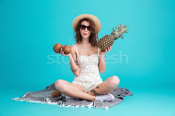 Foto stock: Retrato · bastante · jovem · verão · menina · chapéu · de · palha