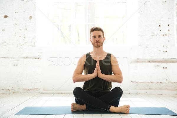 Fiatal mosolyog fickó ül fitnessz meditál Stock fotó © deandrobot