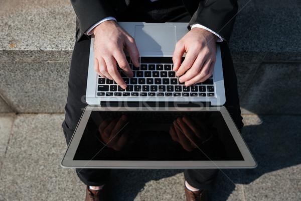 Tela laptop mãos empresário negócio Foto stock © deandrobot