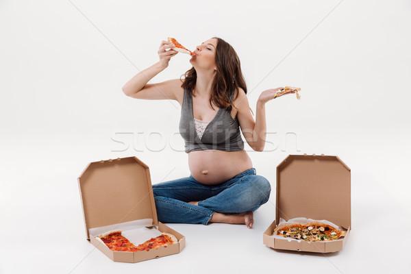 Głodny kobieta w ciąży jedzenie pizza obraz zdumiewający Zdjęcia stock © deandrobot