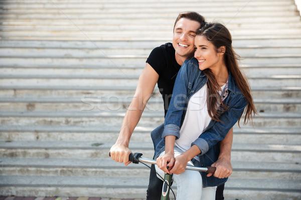 Portret piękna para jazda konna rower wraz Zdjęcia stock © deandrobot