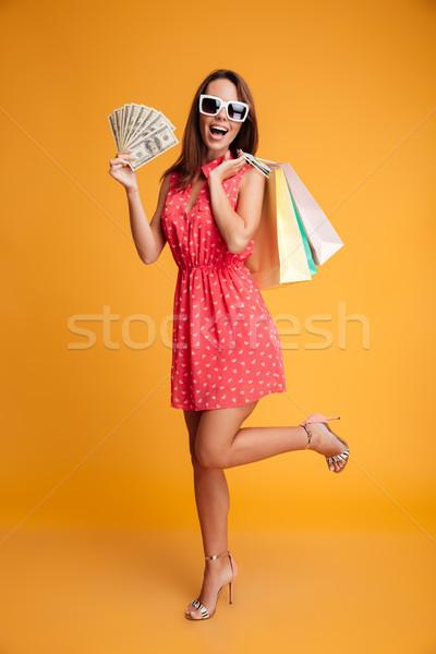 Photo heureux jeune femme robe rouge carte de crédit Photo stock © deandrobot