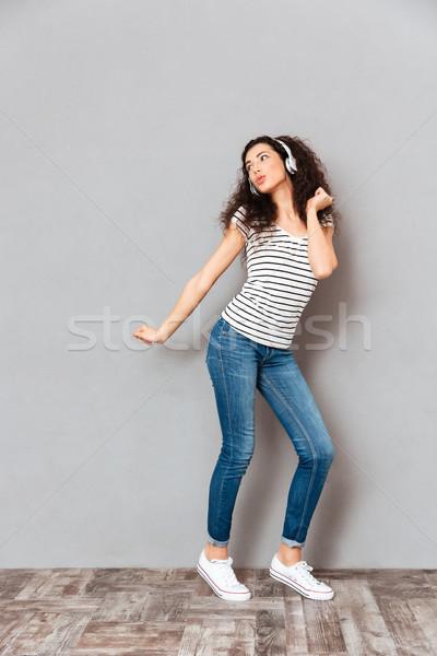 Tele méret kilátás bájos fiatal nő csíkos Stock fotó © deandrobot