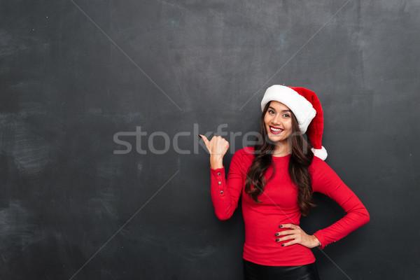 Glimlachend brunette vrouw Rood blouse christmas Stockfoto © deandrobot
