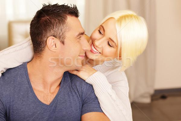 Boldog gyönyörű pár kötődés otthon család Stock fotó © deandrobot
