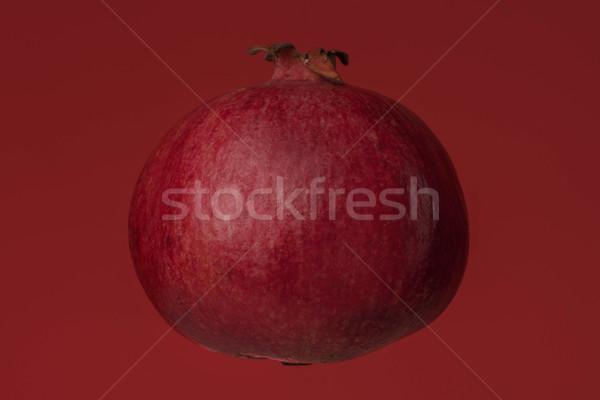 Olgun taze nar yalıtılmış kırmızı gıda Stok fotoğraf © deandrobot