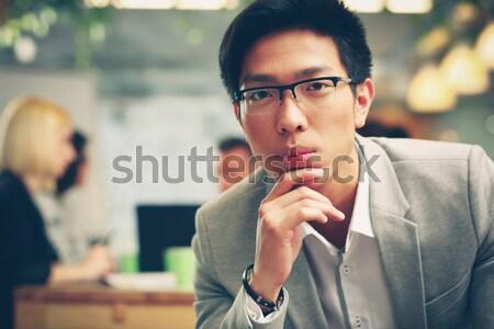 Ritratto pensieroso asian uomo seduta ufficio Foto d'archivio © deandrobot