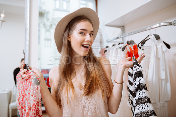 Photo stock: Jeune · femme · vêtements · vêtements · magasin