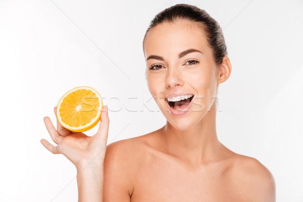 Blijde jonge vrouw sappig oranje geïsoleerd Stockfoto © deandrobot
