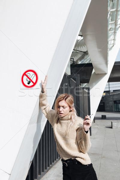 серьезный молодые блондинка Lady сигарету улице Сток-фото © deandrobot