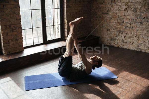 Konsantre güçlü spor salonu yoga Stok fotoğraf © deandrobot