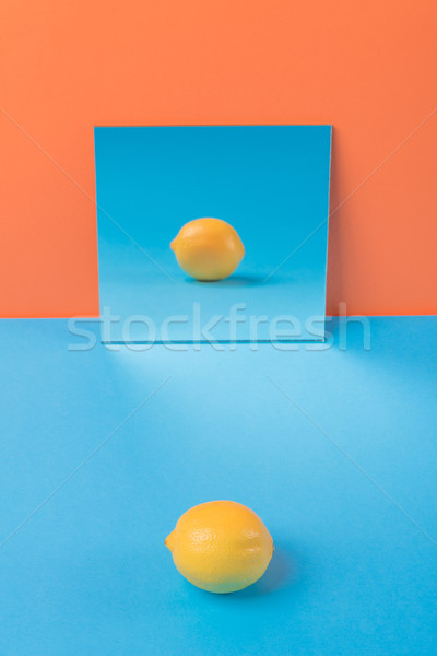 Zitrone blau Tabelle isoliert orange Foto Stock foto © deandrobot