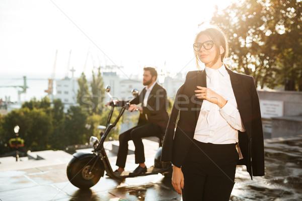 かなり ビジネス女性 ポーズ 屋外 男 スーツ ストックフォト © deandrobot