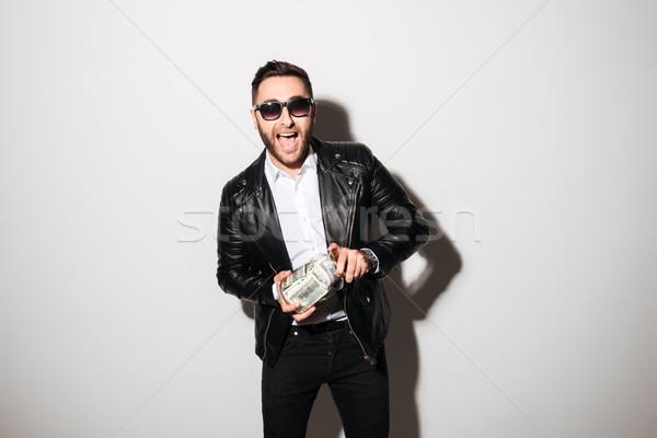 Portré elégedett férfi napszemüveg tart bögre Stock fotó © deandrobot