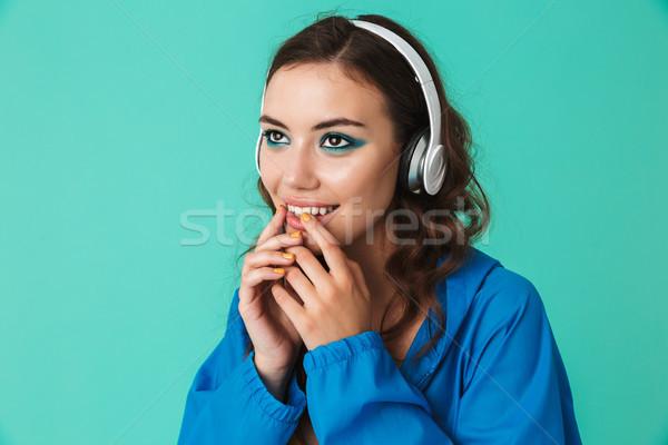 Image belle jeune femme 20s imperméable Photo stock © deandrobot
