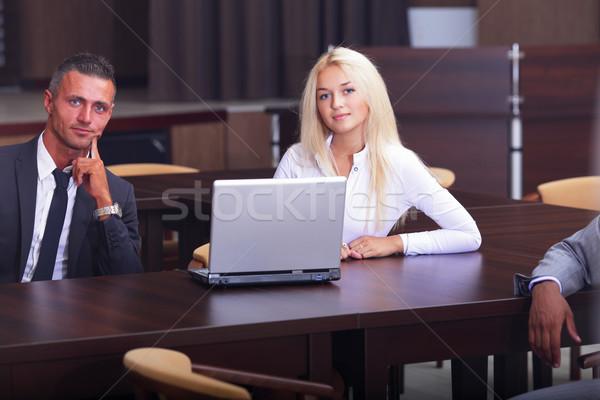 Souriant travail personnes séance réunion d'affaires bureau Photo stock © deandrobot