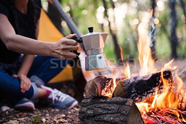 Paar koffie vreugdevuur portret bos Stockfoto © deandrobot