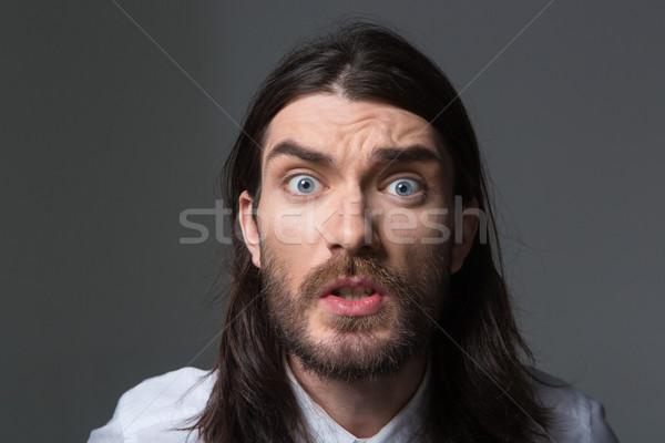 Colère homme barbe cheveux longs regarder caméra Photo stock © deandrobot