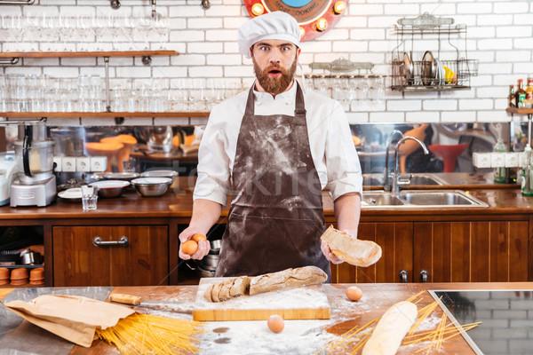 Verwonderd bakker brood eieren Stockfoto © deandrobot