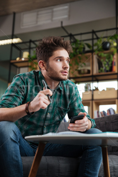 Peinzend man kantoor groene shirt vergadering Stockfoto © deandrobot