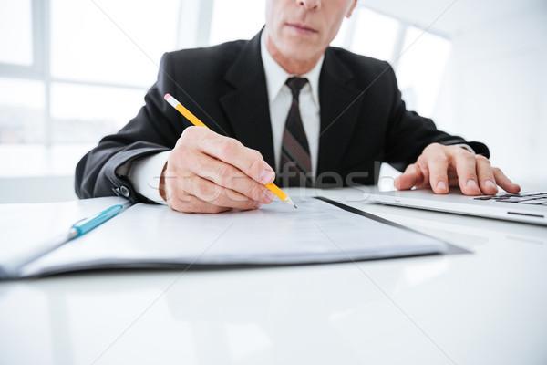 Görüntü yaşlı iş adamı yazı bir şey oturma Stok fotoğraf © deandrobot