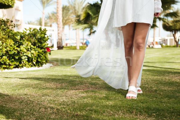 женщину ходьбе газона лет курорта Сток-фото © deandrobot
