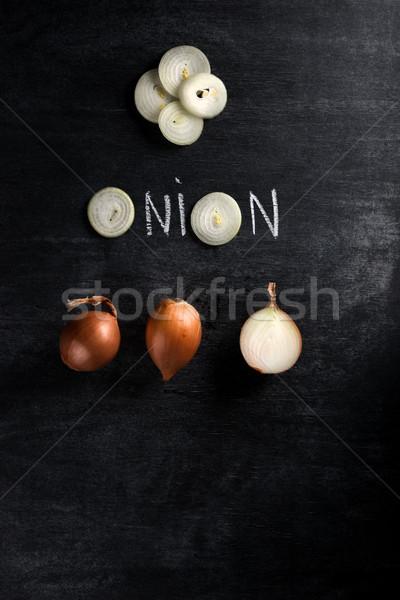 Taglio cipolla buio lavagna top view Foto d'archivio © deandrobot