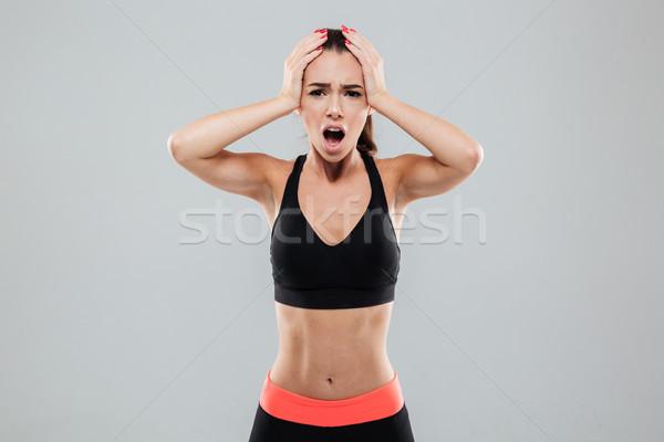 Conmocionado deportes mujer cabeza mirando Foto stock © deandrobot