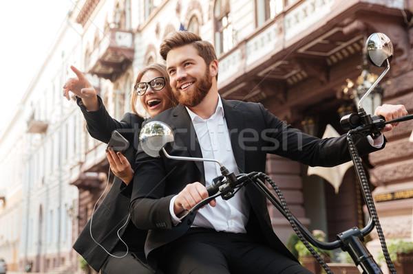 Szczęśliwy elegancki para nowoczesne motocykl odkryty Zdjęcia stock © deandrobot