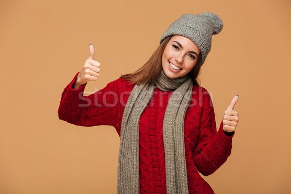 Gelukkig jonge brunette vrouw gebreid dragen Stockfoto © deandrobot