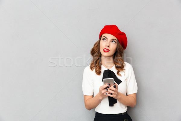 Porträt nachdenklich Schülerin einheitliche halten Handy Stock foto © deandrobot