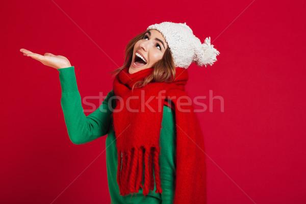 счастливым брюнетка женщину свитер смешные Hat Сток-фото © deandrobot